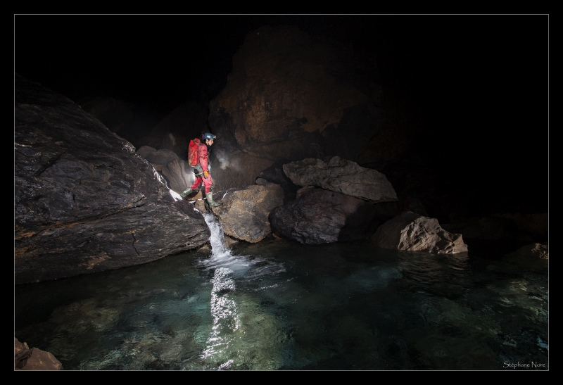 Between La Verna and Lepineux chambers -La Verna cave, Aquitaine, France_photo © Stephane Nore 2014